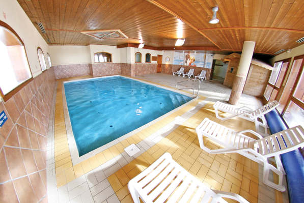 Pool at Chalet des Neiges