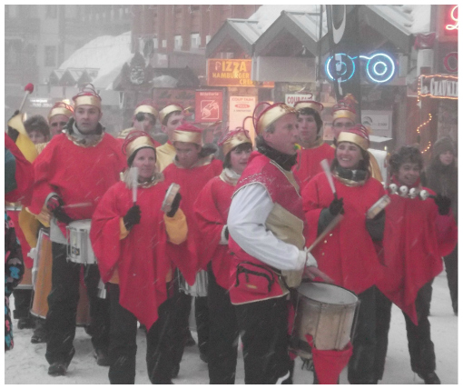 Street musicians for Mardi Gras in Val Thorens