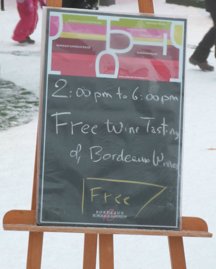 Val Thorens news - blackboard promoting free wine tasting