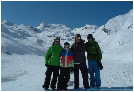 Snowboarders at the bottom of the Lac du Lou