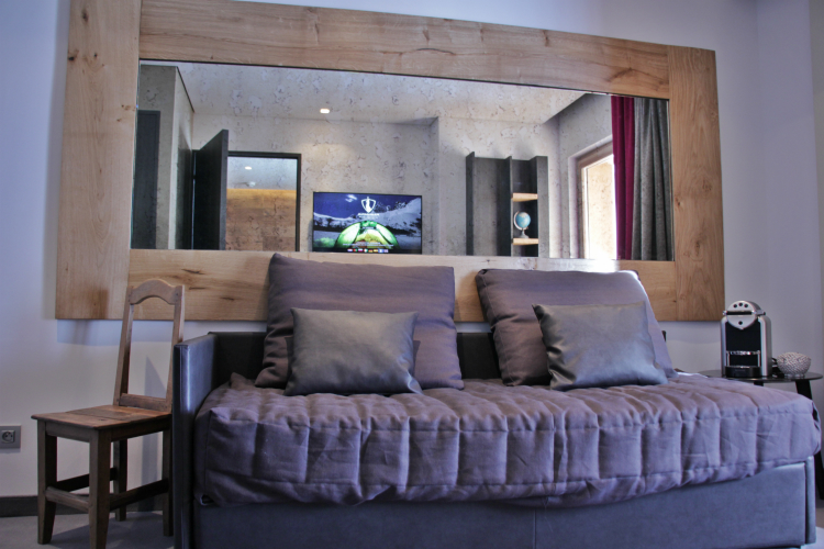 Settee in bedroom, Hotel Pashmina, Val Thorens