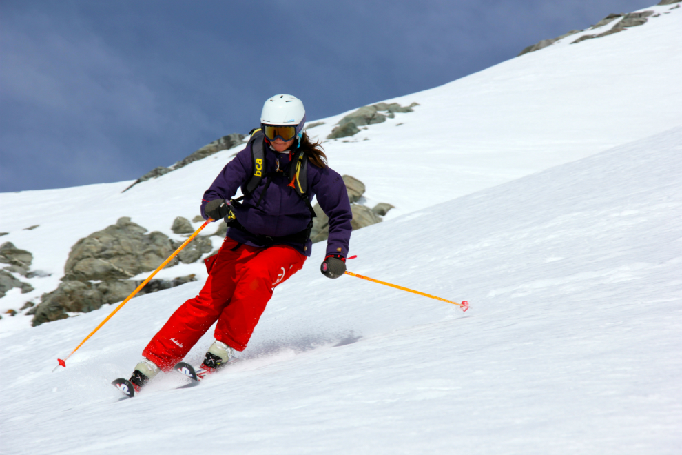 Skiing down from Col de Polset