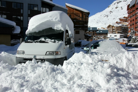 Snow-covered vehicles, Val Thorens