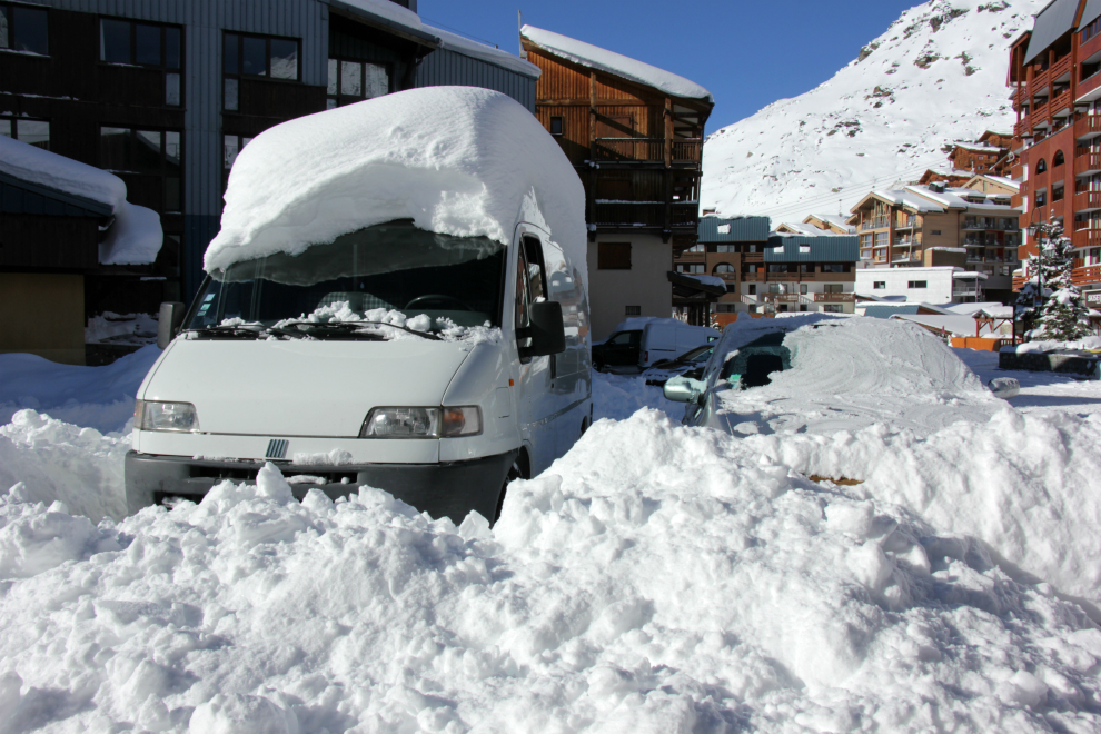 Snow-covered vehicle, Val Thorens