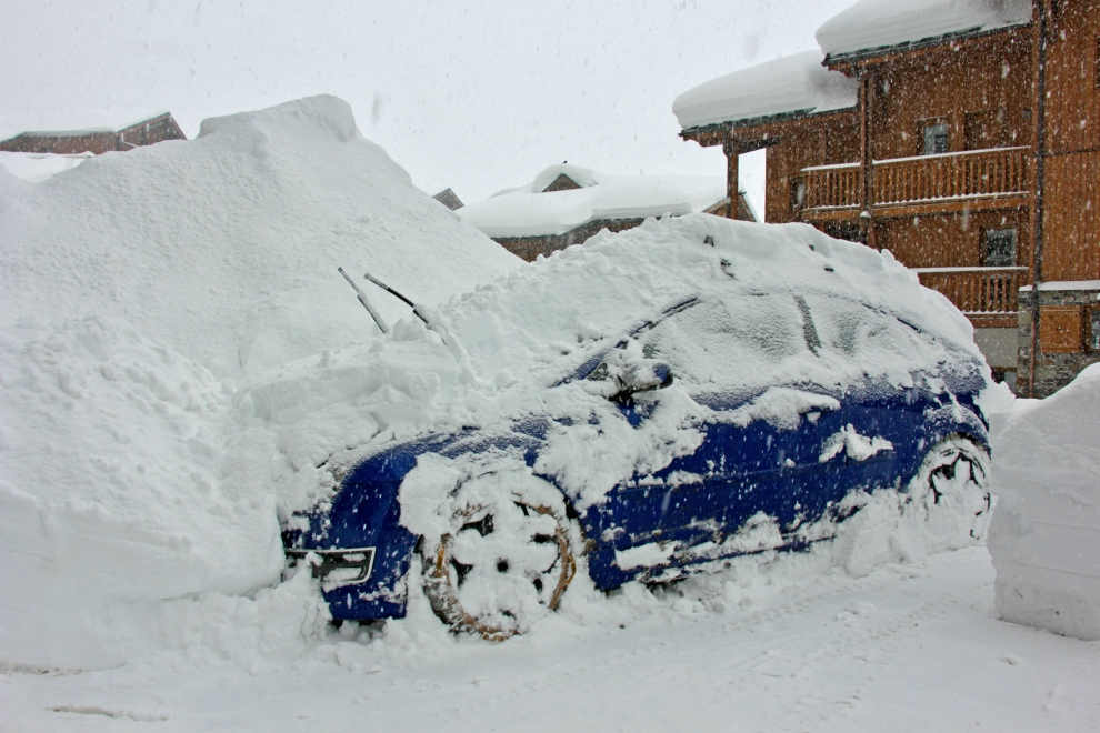 Snow-covered car in Val Thorens, 30th December 2017
