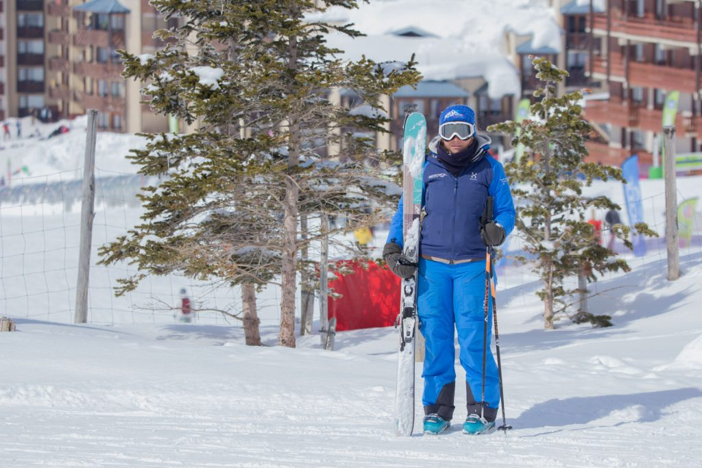 Carrying skis upright