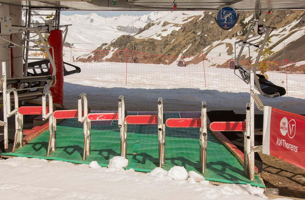 Barriers at Plein Sud chairlift, Val Thorens