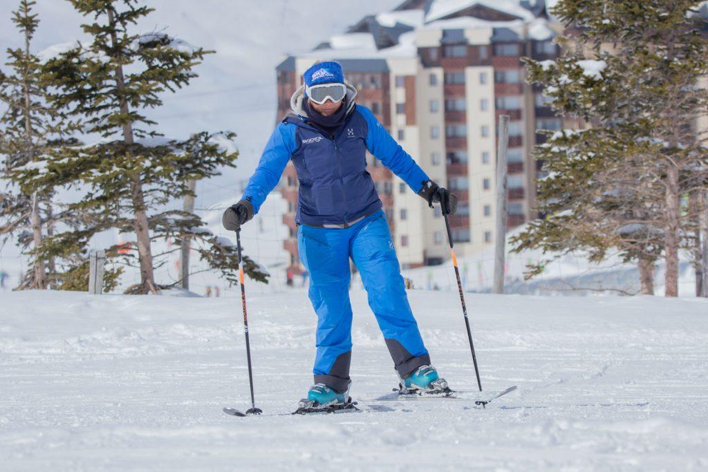 Duck walk on skis