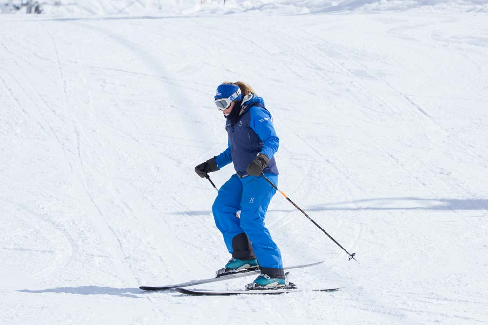 Lifting heel of inside ski at the end of a turn