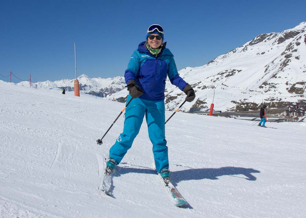Catching the inside edge of the uphill ski when side-slipping