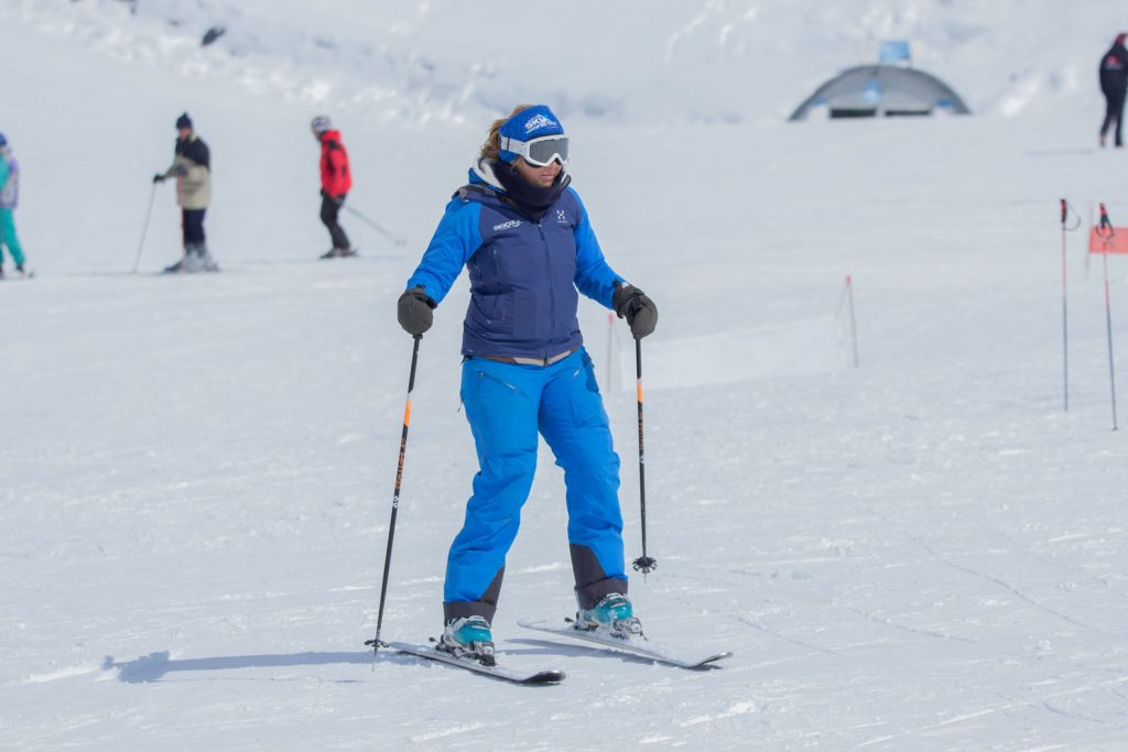 Side-stepping on skis