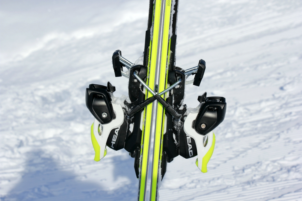 Skis fitting together (one set of ski brakes under and the other over)