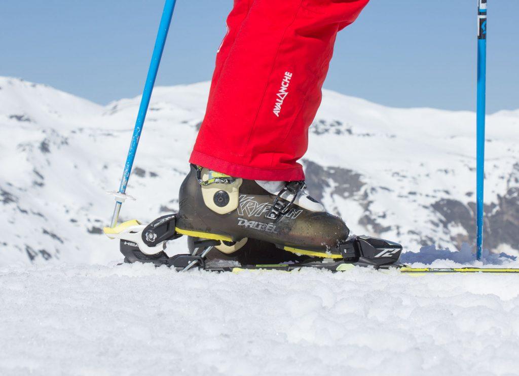 Taking skis off