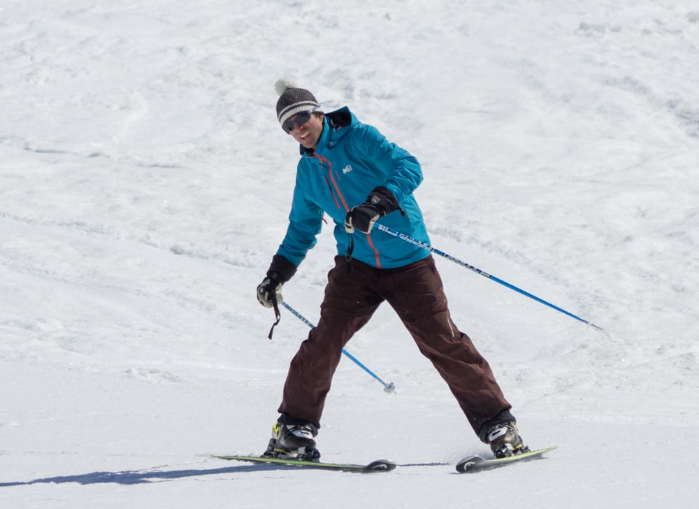 Twisting and tipping the upper body into a ski turn